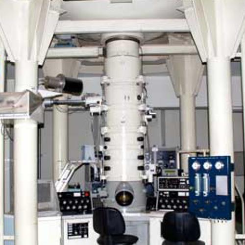 超高压电子显微镜